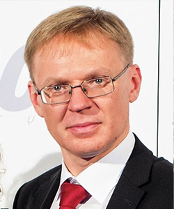 ANDREJ JARMOLAJEV